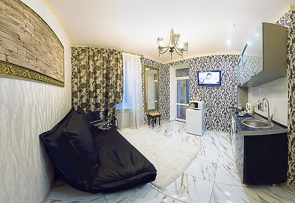 2-комнатная квартира посуточно в Севастополе. Ленинский район, ул. Ленина, 10. Фото 1