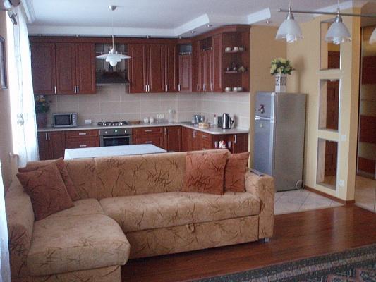 2-комнатная квартира посуточно в Трускавце. Соломенский район, ул. Дрогобицкая, 10б. Фото 1