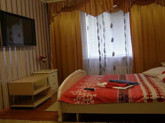 3-комнатная квартира посуточно в Южноукраинске. ул. Дружбы народов, 6. Фото 1