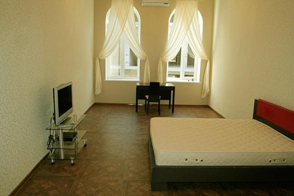 2-комнатная квартира посуточно в Ялте. ул. Игнатенко, 8. Фото 1