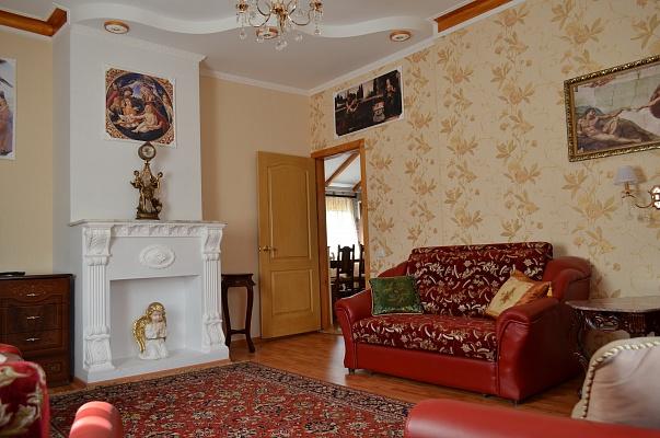 4-комнатная квартира посуточно в Кривом Роге. Центрально-Городской район, ул. 10-летия Октября, 2. Фото 1