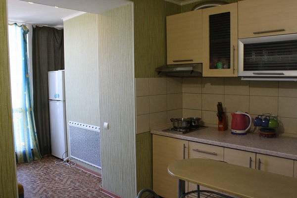 1-комнатная квартира посуточно в Черноморском. ул. Евпаторийская, 7б. Фото 1