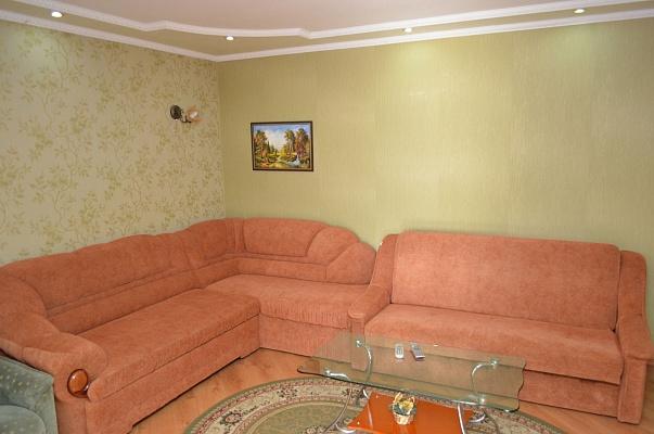 4-комнатная квартира посуточно в Херсоне. Суворовский район, ул. Ушакова, 4. Фото 1