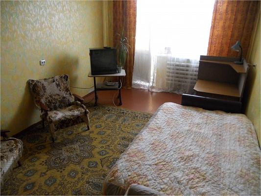1-комнатная квартира посуточно в Новограде-Волынском. ул. Рокосовского, 10. Фото 1