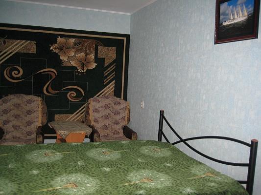 2-комнатная квартира посуточно в Керчи. ул. Юных Ленинцев, 5. Фото 1