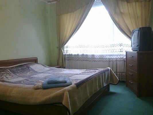 2-комнатная квартира посуточно в Краматорске. ул. Дворцовая, 28. Фото 1