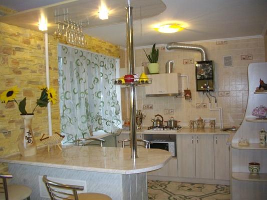 2-комнатная квартира посуточно в Николаеве. Заводской район, ул. Марта 105, 8. Фото 1