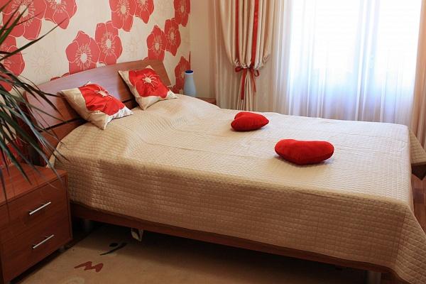 2-комнатная квартира посуточно в Севастополе. Ленинский район, ул. Ленина, 68. Фото 1