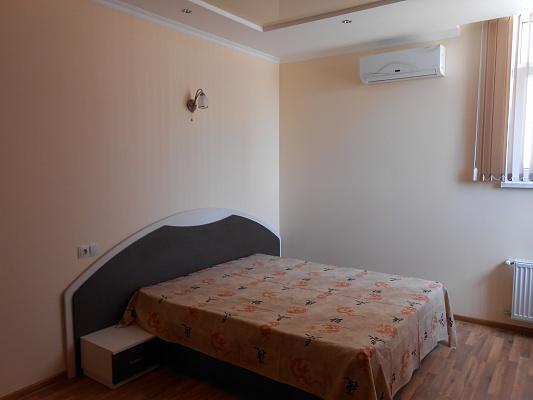 1-комнатная квартира посуточно в Севастополе. Гагаринский район, ул. Степаняна, 2а. Фото 1