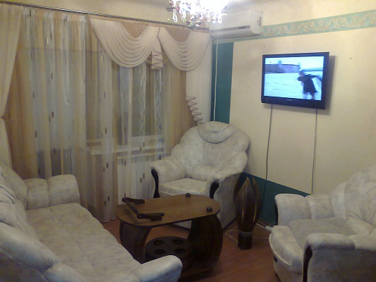 2-комнатная квартира посуточно в Луганске. Ленинский район, ул В. Шевченко, 16. Фото 1