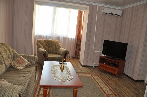 2-комнатная квартира посуточно в Мелитополе. ул. Героев Украины (Кирова), 41. Фото 1