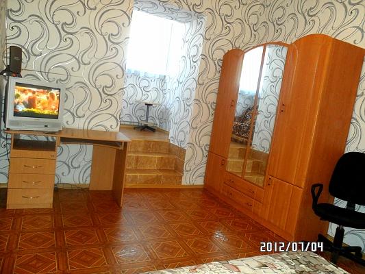 1-комнатная квартира посуточно в Днепропетровске. Кировский район, ул. Мостовая, 2. Фото 1