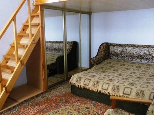 2-комнатная квартира посуточно в Феодосии. ул. Октябрьская, 5. Фото 1