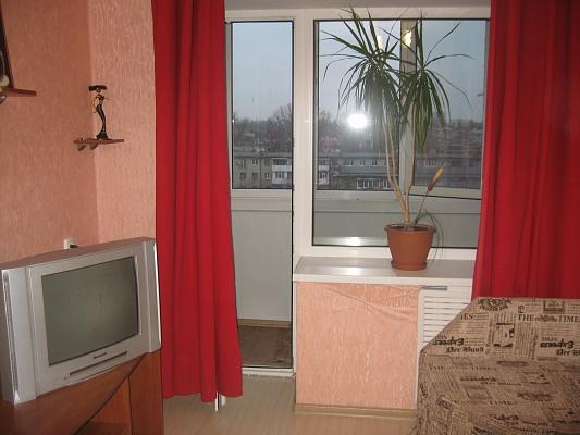 1-комнатная квартира посуточно в Кременчуге. ул. Первомайская, 40. Фото 1