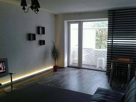 2-комнатная квартира посуточно в Никополе. ул. Электрометаллургов, 11а. Фото 1