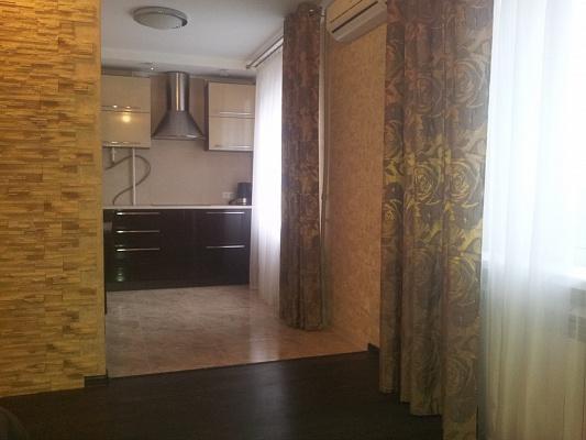 1-комнатная квартира посуточно в Мариуполе. Приморский район, пр-т Лунина, 13-а. Фото 1