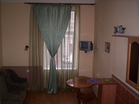 1-комнатная квартира посуточно в Львове. Галицкий район, пр-т Шевченка, 34. Фото 1