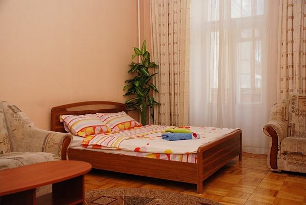 1-комнатная квартира посуточно в Киеве. Шевченковский район, Ярославов Вал, 21. Фото 1