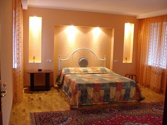 1-комнатная квартира посуточно в Запорожье. Ленинский район, ул. Портовая, 19. Фото 1