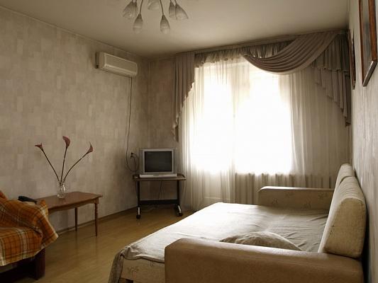 2-комнатная квартира посуточно в Севастополе. Ленинский район, ул. Ленина, 60. Фото 1