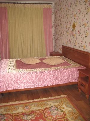 2-комнатная квартира посуточно в Шостке. ул. Горького, 7-А. Фото 1