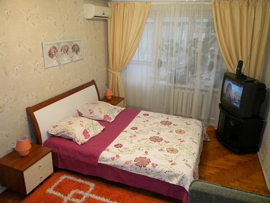 1-комнатная квартира посуточно в Кременчуге. ул. Победы, 1. Фото 1