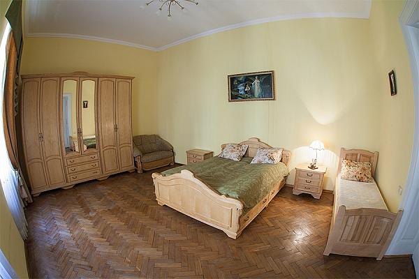 2-комнатная квартира посуточно в Львове. Галицкий район, пр-т Свободы, 29. Фото 1