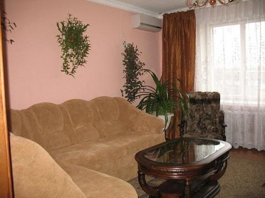 2-комнатная квартира посуточно в Луганске. Артёмовский район, ул. Советская,. Фото 1