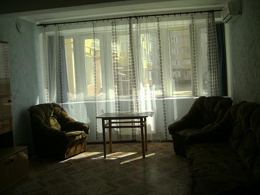 2-комнатная квартира посуточно в Южном. ул. Ленина, 4. Фото 1