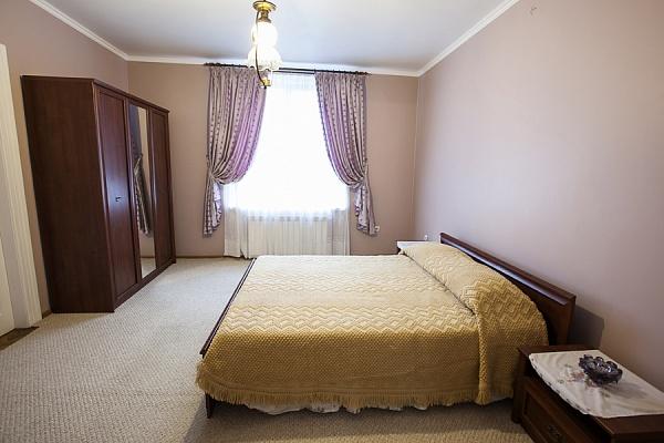 3-комнатная квартира посуточно в Львове. Лычаковский район, ул. Харьковская, 19. Фото 1