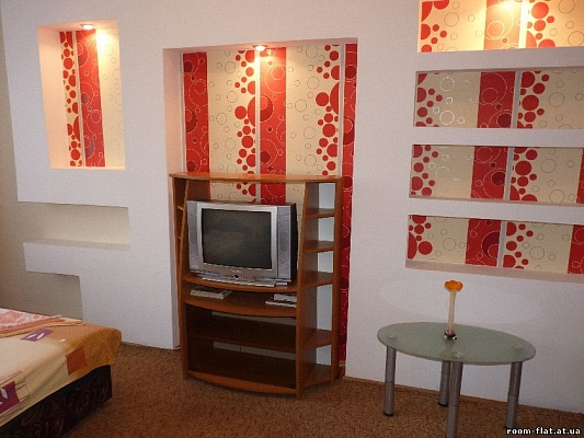 1-комнатная квартира посуточно в Черкассах. б-р Шевченко, 244. Фото 1
