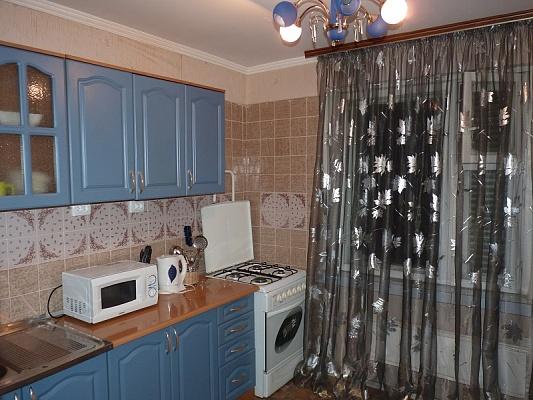1-комнатная квартира посуточно в Черкассах. ул. Гагарина, 21. Фото 1