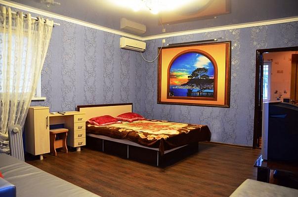 1-комнатная квартира посуточно в Донецке. Ворошиловский район, 50 лет ССССР, 30. Фото 1