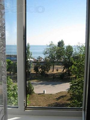 2-комнатная квартира посуточно в Бердянске. ул. Горького, 30. Фото 1
