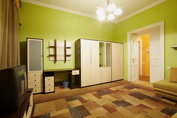 3-комнатная квартира посуточно в Львове. Галицкий район, ул. Шопена, 6. Фото 1