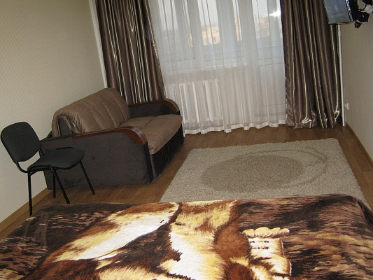1-комнатная квартира посуточно в Саках. ул. Революции, 1. Фото 1