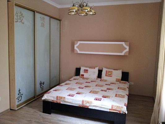2-комнатная квартира посуточно в Севастополе. Ленинский район, ул. Суворова, 5А. Фото 1
