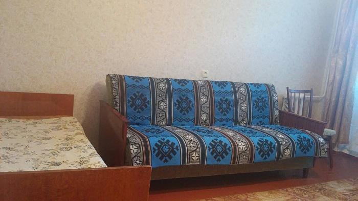 2-комнатная квартира посуточно в Симферополе. Киевский район, ул. Киевская, 153. Фото 1