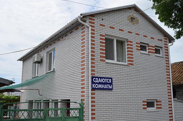 Дом  посуточно в Бердянске. ул. Менжинского, 23. Фото 1