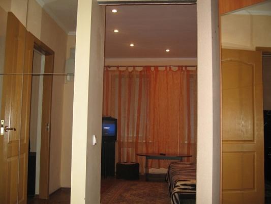 4-комнатная квартира посуточно в Днепропетровске. Бабушкинский район, ул. Карла Либкнехта, 26. Фото 1