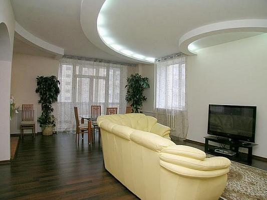 2-комнатная квартира посуточно в Черкассах. ул. Новопречистинская (Седова), 40. Фото 1