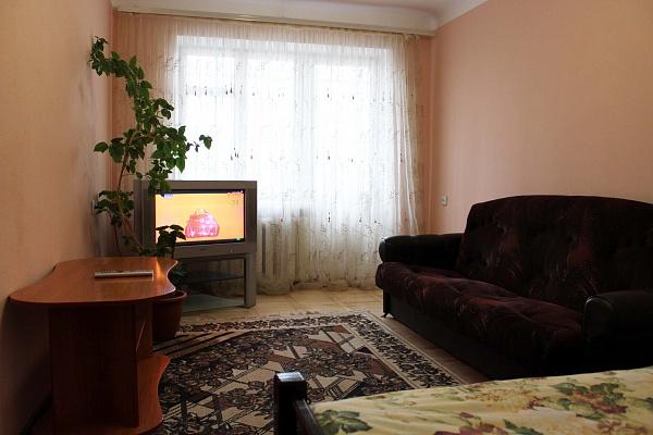 1-комнатная квартира посуточно в Ровно. ул. Степана Бандеры, 40. Фото 1