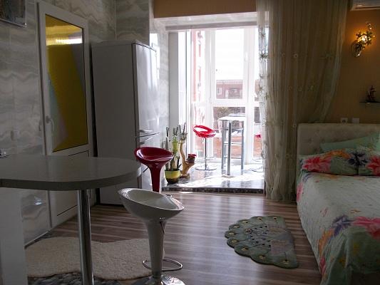 2-комнатная квартира посуточно в Полтаве. Киевский район, ул. Октябрьская, 59а. Фото 1