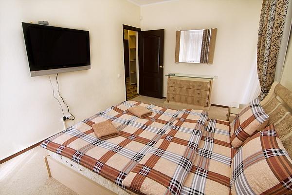 2-комнатная квартира посуточно в Киеве. Печерский район, ул. Дарвина, 4. Фото 1
