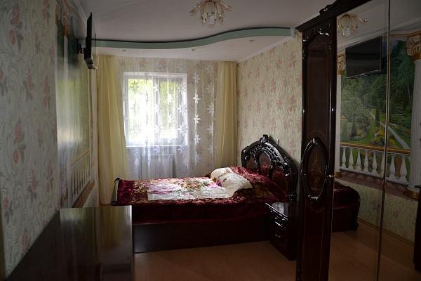 3-комнатная квартира посуточно в Саках. ул. Строительная, 4. Фото 1