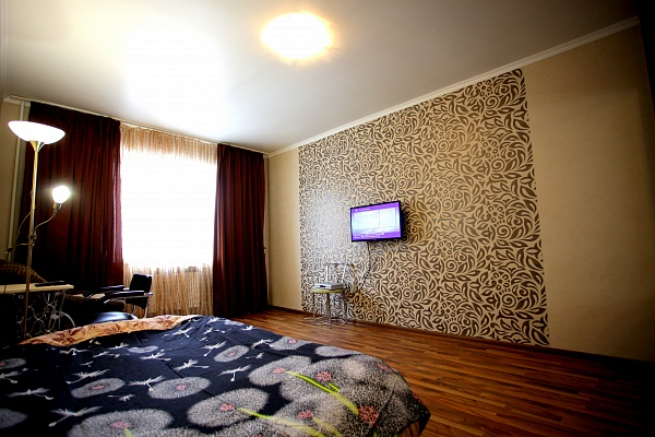 1-комнатная квартира посуточно в Киеве. Дарницкий район, ул. Руденко, 8. Фото 1