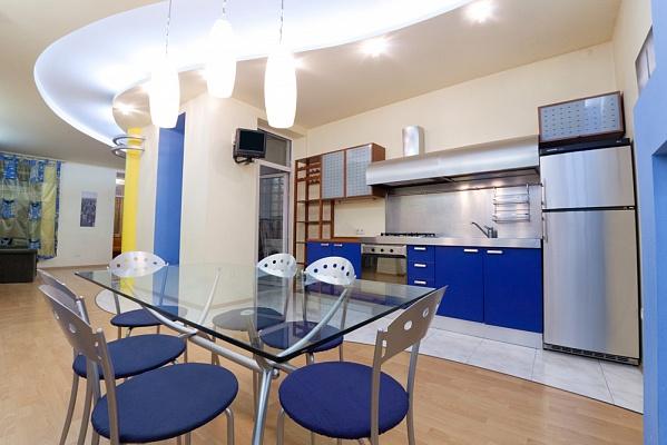 3-комнатная квартира посуточно в Одессе. Приморский район, ул. Екатерининская, 4. Фото 1