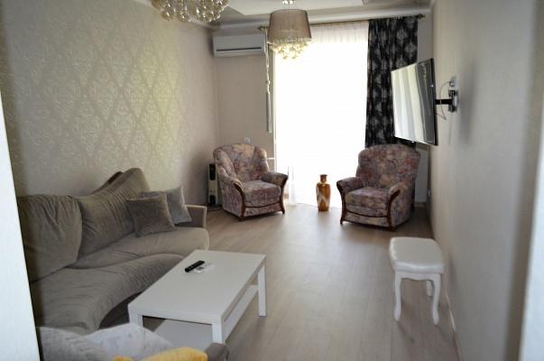 2-комнатная квартира посуточно в Одессе. ул. Дерибасовская, 13. Фото 1