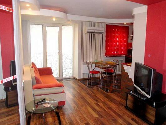 3-комнатная квартира посуточно в Херсоне. Суворовский район, ул. Ушакова, 62. Фото 1