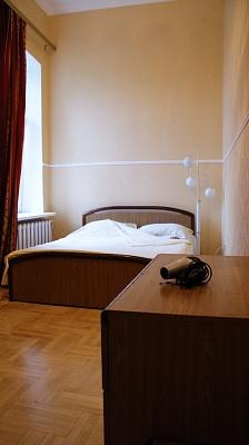 2-комнатная квартира посуточно в Киеве. Шевченковский район, ул. Олеся Гончара, 88Б. Фото 1